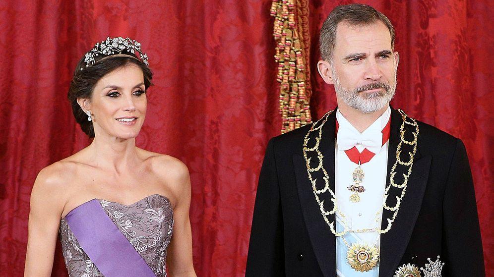 Foto: Los reyes Letizia y Felipe, en una cena de gala. (Getty)