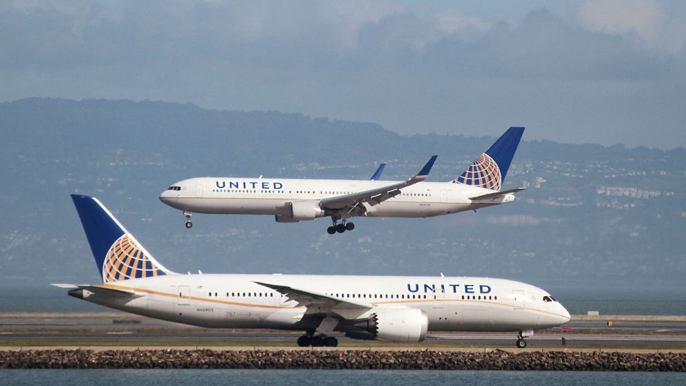 United expulsa con violencia a un hombre de un vuelo con 'overbooking'