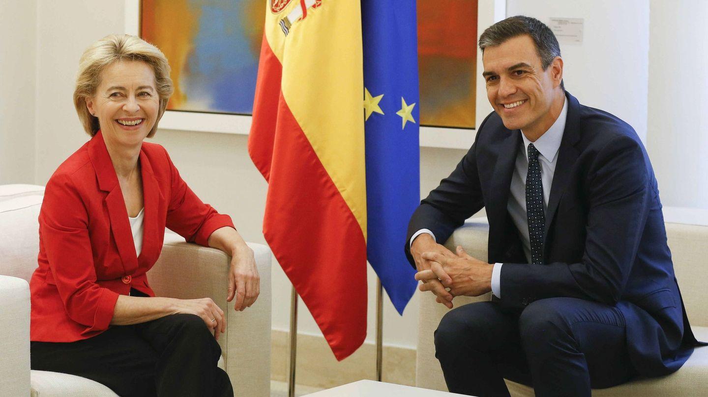 Ursula von der Leyen, junto al presidente español en funciones. (EFE)