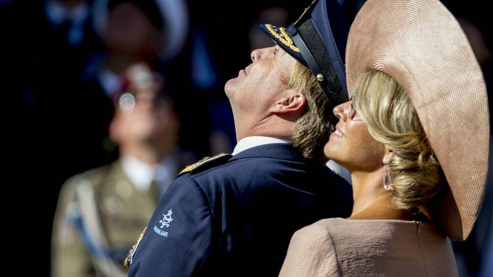 Foto: Guillermo y Máxima, durante el acto militar. (Getty)