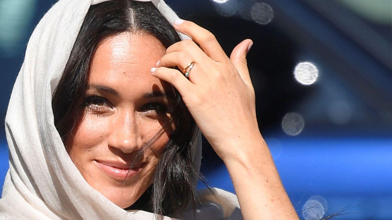Meghan con su anillo turquesa. (Reuters)