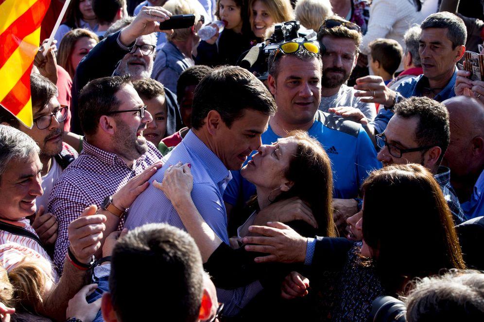 Foto: Pedro Sánchez, durante su mitin con militantes en Sabadell (Barcelona), este 10 de mayo. (EFE)