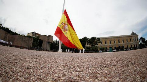 Izado de bandera para celebrar el séptimo aniversario de Felipe VI