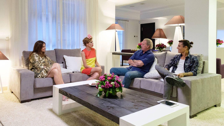 Mariló Montero, Agatha Ruiz de la Prada y Julio Iglesias Jr., con Bertín. (Mediaset)