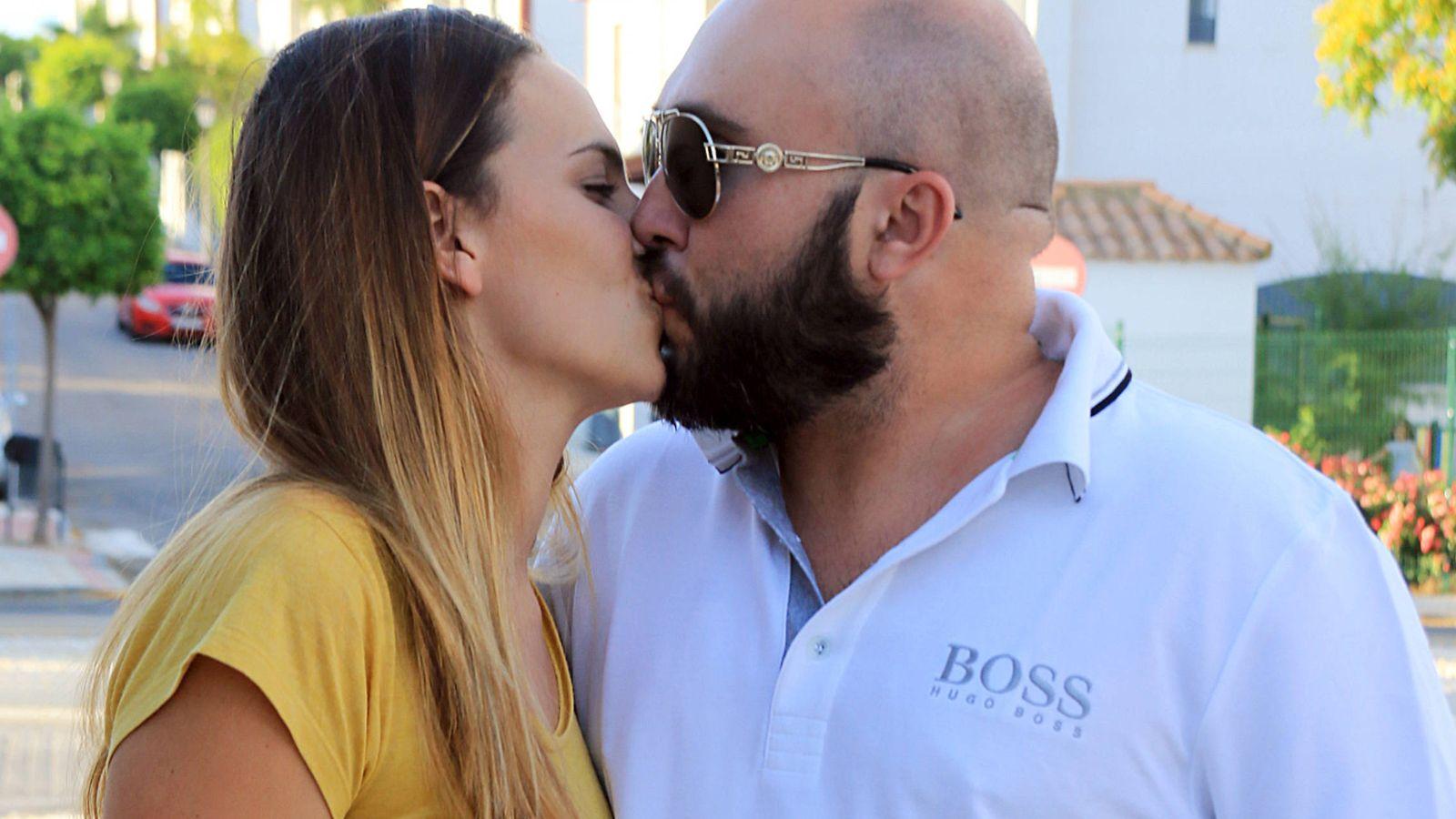 Foto: Kiko Rivera e Irene Rosales se encuentran en el mejor momento de su relación y este beso, sin duda, lo atestigua. (Gtres)
