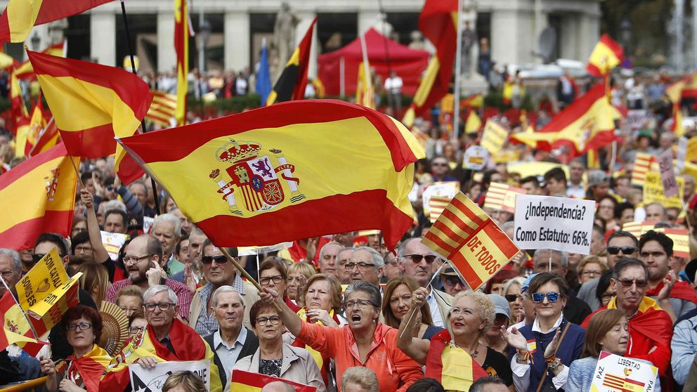 Los 'unionistas', divididos, sólo reúnen 5.000 personas en Barcelona