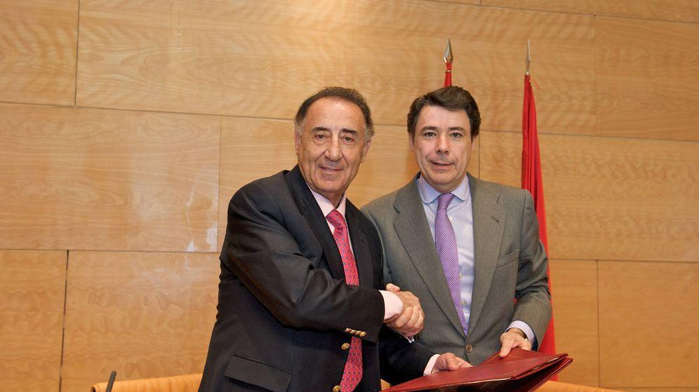 Foto: Salvador Santos (izquierda), junto al expresidente regional Ignacio González.