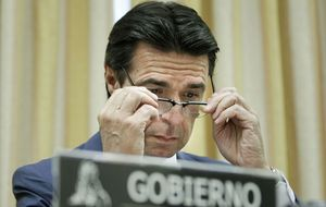 La CNE se despide con un 'portazo' a la reforma eléctrica