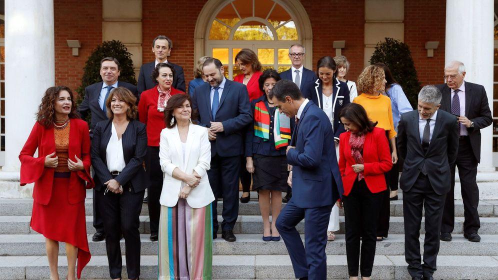 Foto: El jefe del Gobierno, Pedro Sánchez, preside en el Palacio de la Moncloa la foto oficial de su Ejecutivo. (EFE)