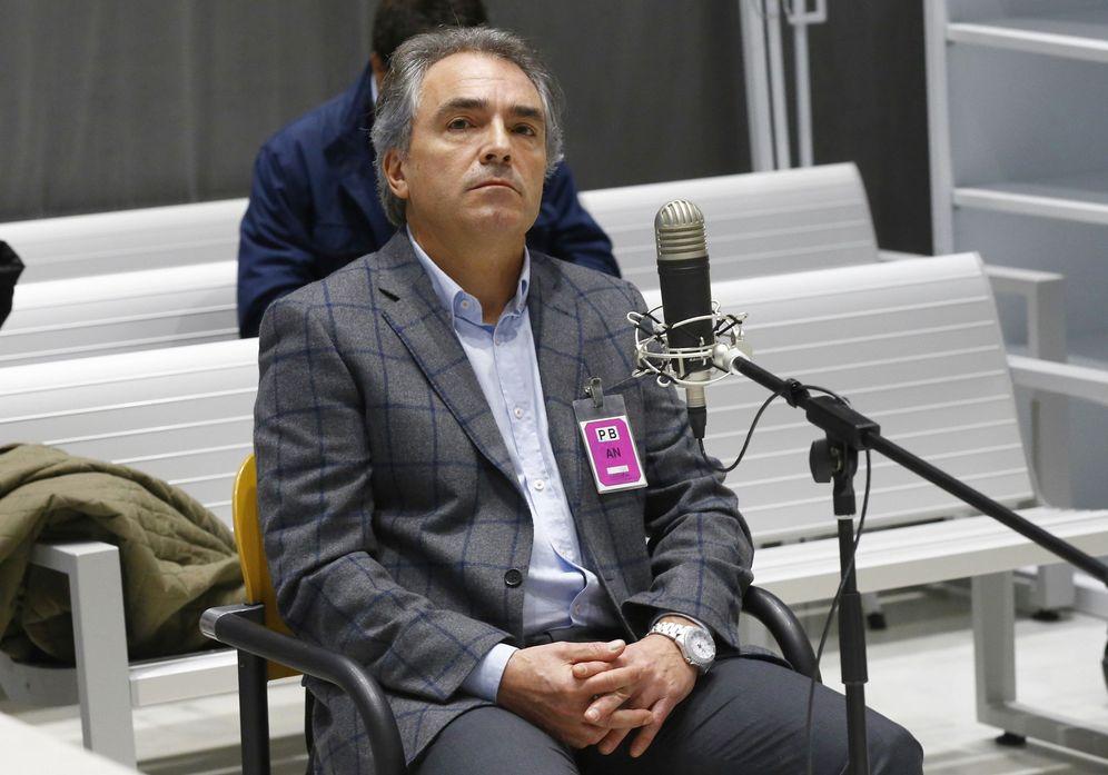 Foto: El presidente de Catalunya Acció, Santiago Espot, durante el juicio que se celebró en la Audiencia Nacional. (EFE)