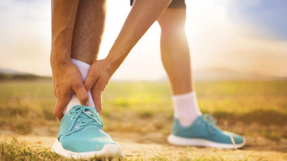 Foto: Los esguinces de tobillo son lesiones frecuentes en la práctica deportiva, pero todo el mundo puede sufrirlos. (iStock)