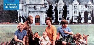 Post de Balmoral, palacio de verano, el refugio favorito de la reina Isabel II