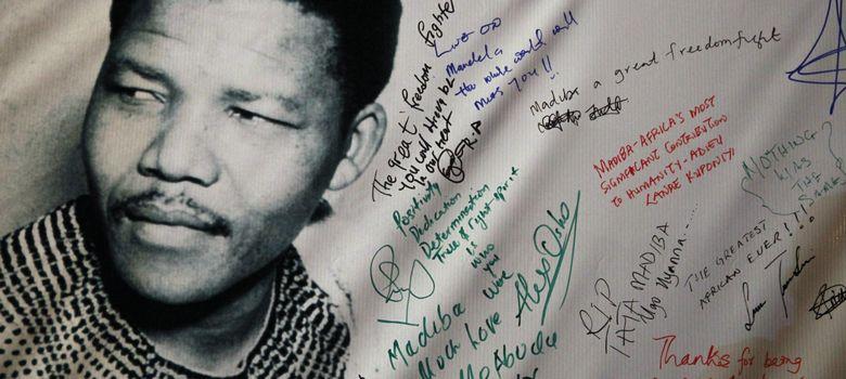 Foto: Un tributo a Nelson Mandela en un cartel del festival de música celebrado en su honor en Lagos (Reuters).