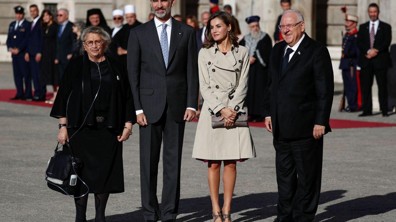 Los Reyes con el matrimonio Rivlin. (Gtres)
