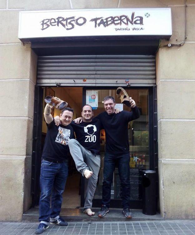 Foto: Fermin Muguruza, el diputado catalán de la CUP David Fernández y Juan Ramón Rodríguez, 'Marc'