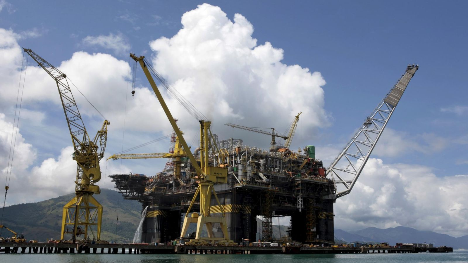 Foto: Imagen de una plataforma extractora de petróleo. (Reuters)