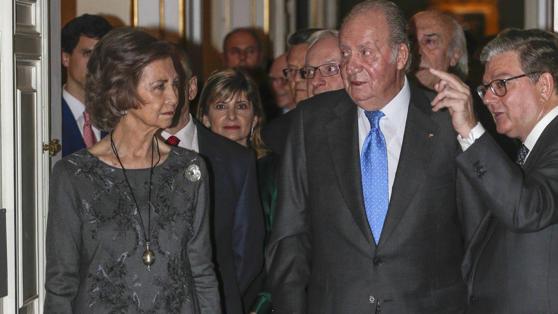 Foto: Los Reyes eméritos y el duque de Alba inauguran una exposición sobre Carlos II
