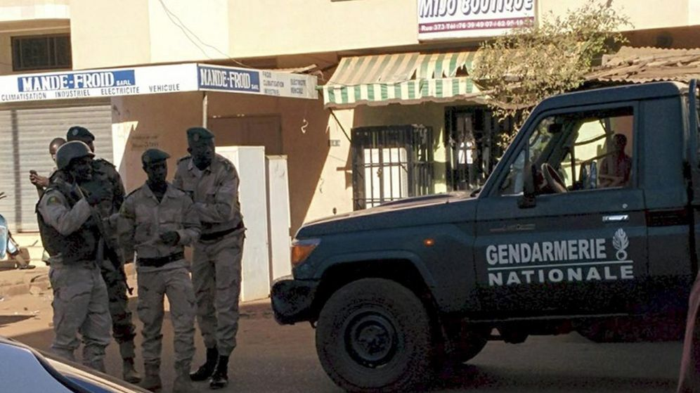 Foto: Las fuerzas de seguridad de Mali llegando al hotel Radisson de Bamako, en la capital del país. (Reuters)