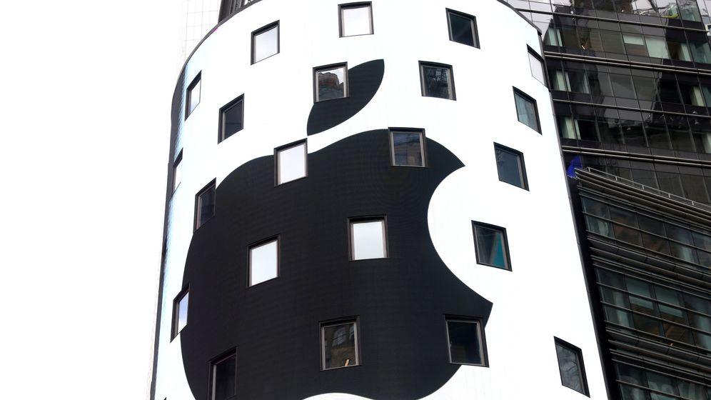 Foto: Logo de Apple en el exterior del mercado Nasdaq. (Reuters)