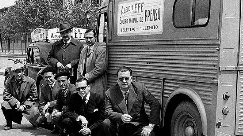 Un equipo de la agencia EFE en sus comienzos.