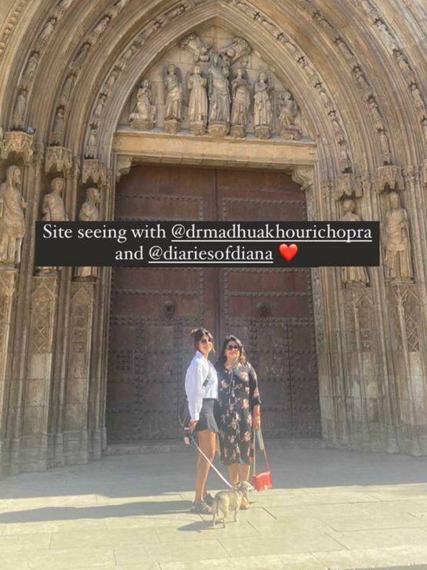 Priyanka y su madre, de turismo por Valencia. (Redes)