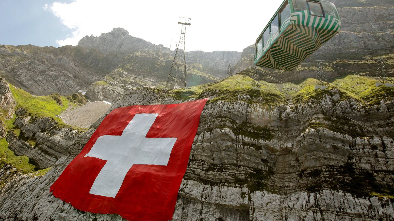 Foto: Bandera de Suiza en el Mount Saentis. (Reuters)