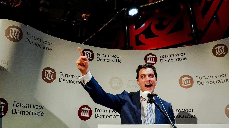 Thierry Baudet sigue los resultados de las elecciones del Consejo Provincial en La Haya. (EFE)
