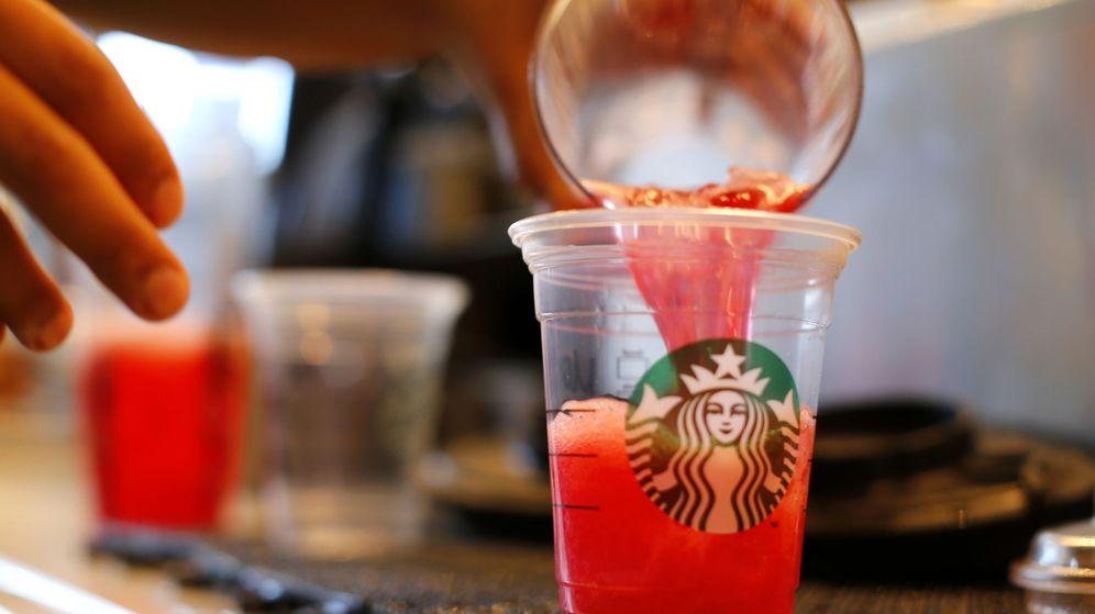 Foto: Demandan a Starbucks por poner mucho hielo en sus bebidas (Reuters)