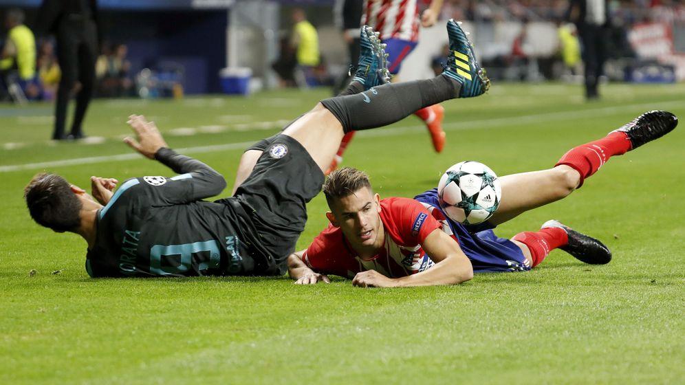 Foto: Morata y Lucas Hernández durante un choque en octubre. (EFE)