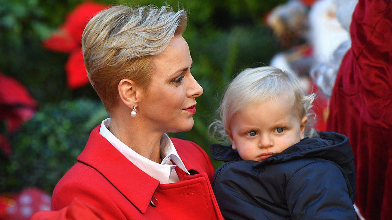 Charlène, con su pixie maternal. (Getty)