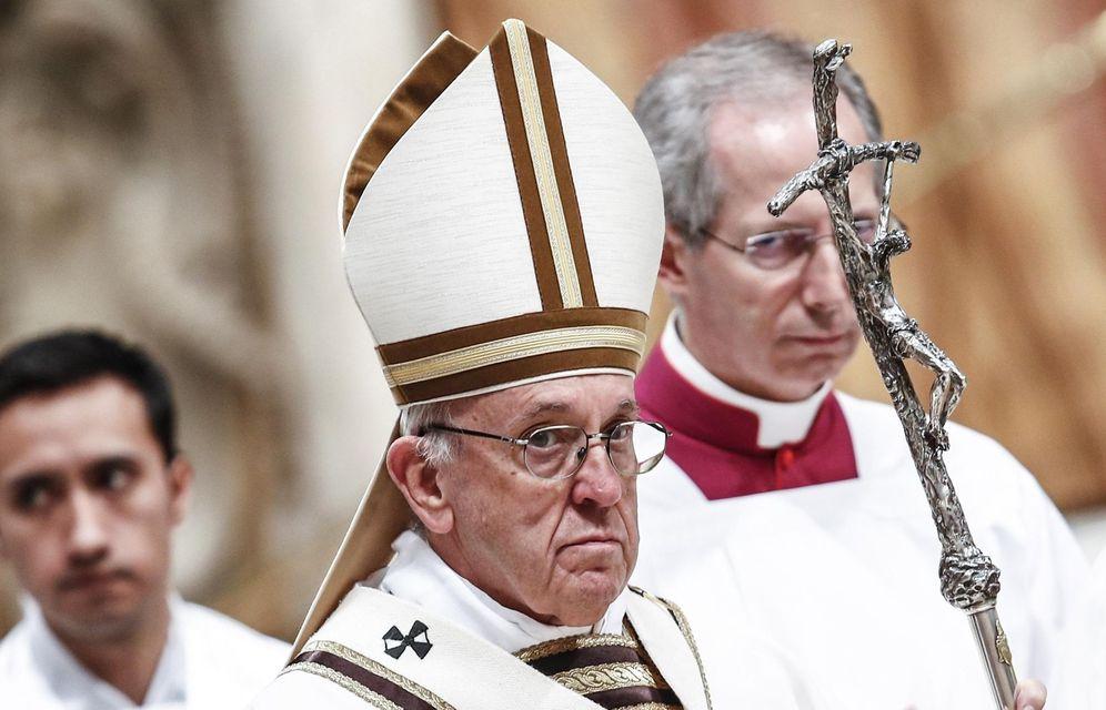 Foto: El papa francisco preside una misa en las basílica de San Pedro del Vaticano. (EFE)