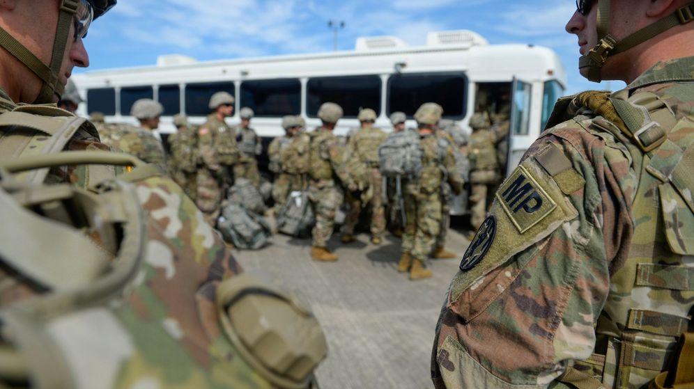 Foto: Soldados estadounidenses llegan al aeropuerto internacional Valley, en Harlingen, Texas. (EFE)