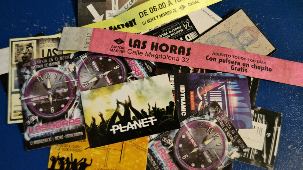 Foto: Varios flyers de las sesiones matinales madrileñas donde no ocultan su horario, a pesar de estar prohibido (M.Z.)