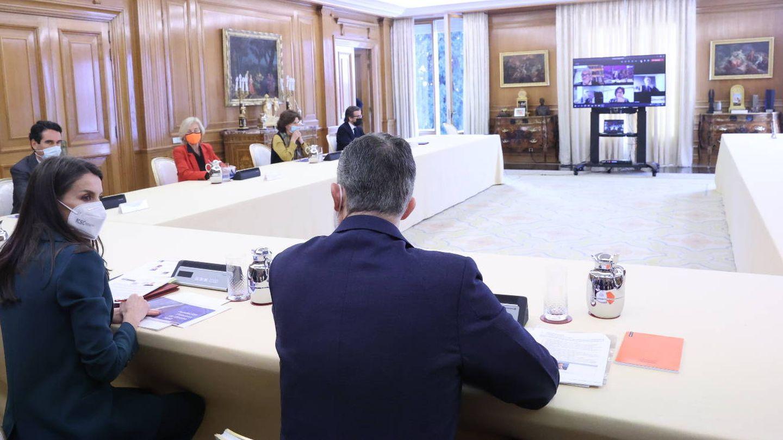 Los Reyes, durante la reunión en el palacio de la Zarzuela. (Casa de S. M. el Rey)