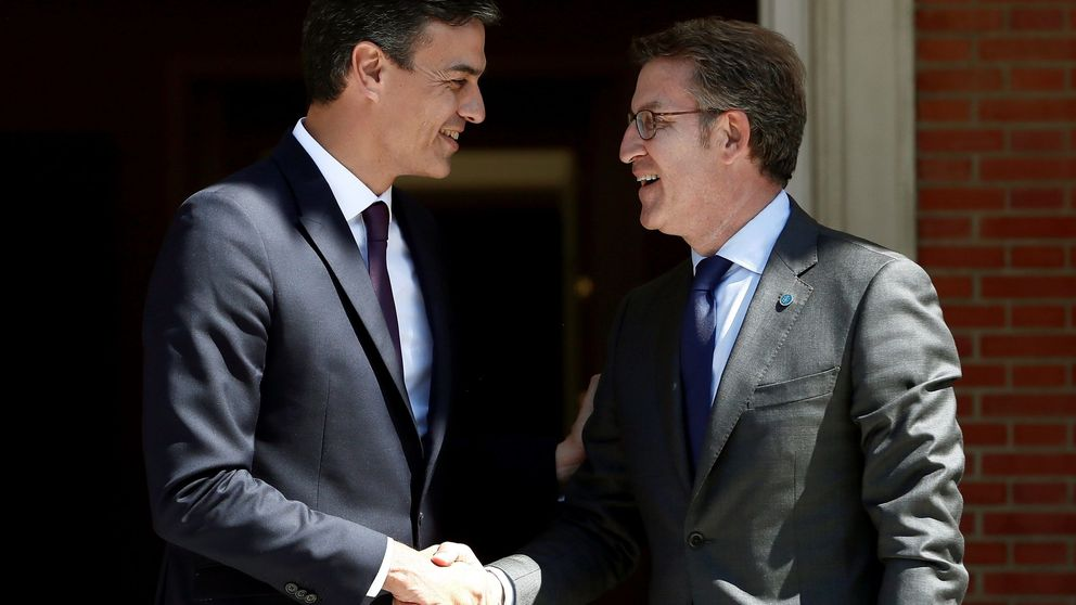 Feijóo escenifica una tregua con Sánchez tras pasar por la Moncloa