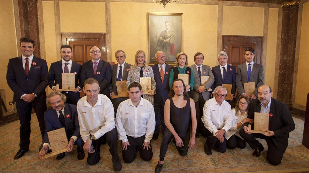 Foto: Foto de familia de los galardonados con el premio del Grupo Envera. (Miguel Berrocal)