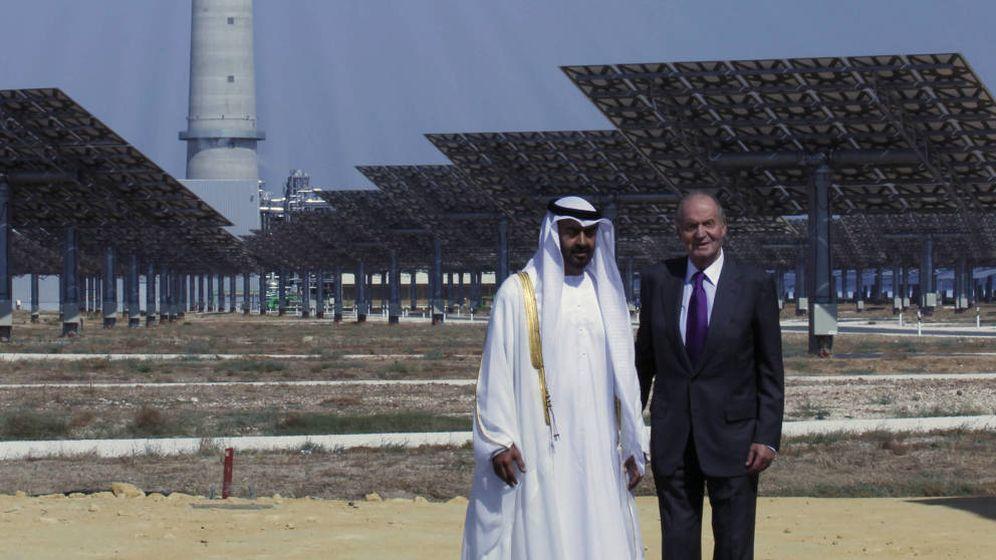 Foto: En 2011, el rey Juan Carlos y el príncipe de Abu Dabi Sheikh Mohammed bin Zayed al Nahyan inauguraron la planta Gemasolar. (Reuters)