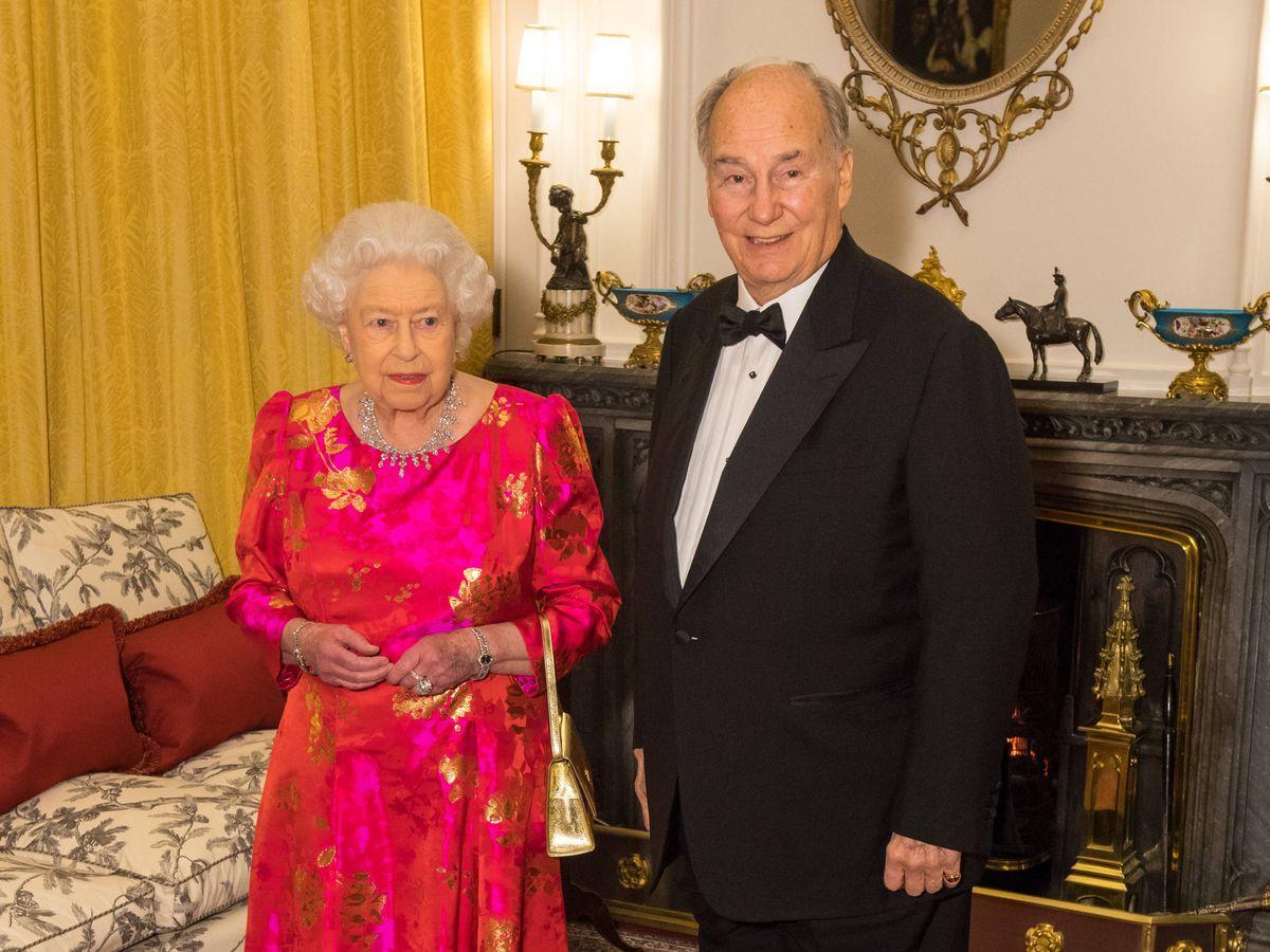 Foto:  Isabel II y el Aga Khan. (Getty)