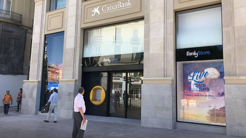 Foto: Fachada del Family Store inaugurado ayer en la calle Larios de Málaga. (Agustín Rivera)