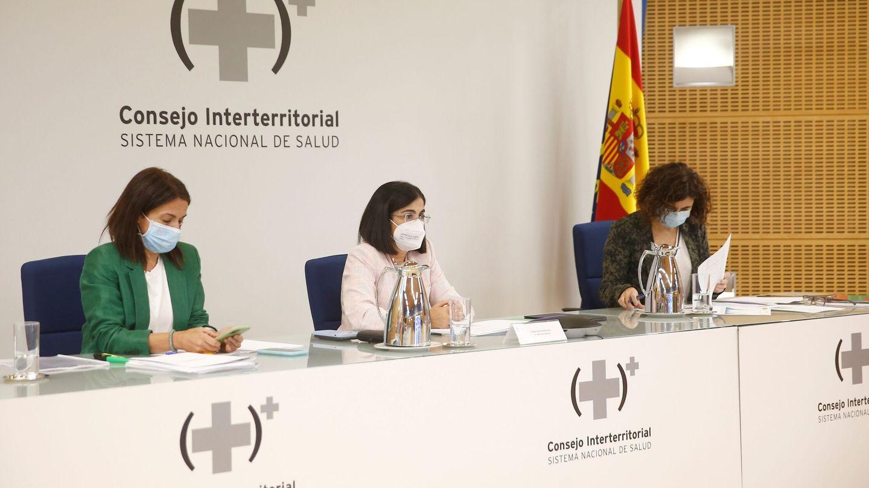 La ministra de Sanidad, Carolina Darias (c), preside el Consejo Interterritorial del Sistema Nacional de Salud (CISNS). (EFE)