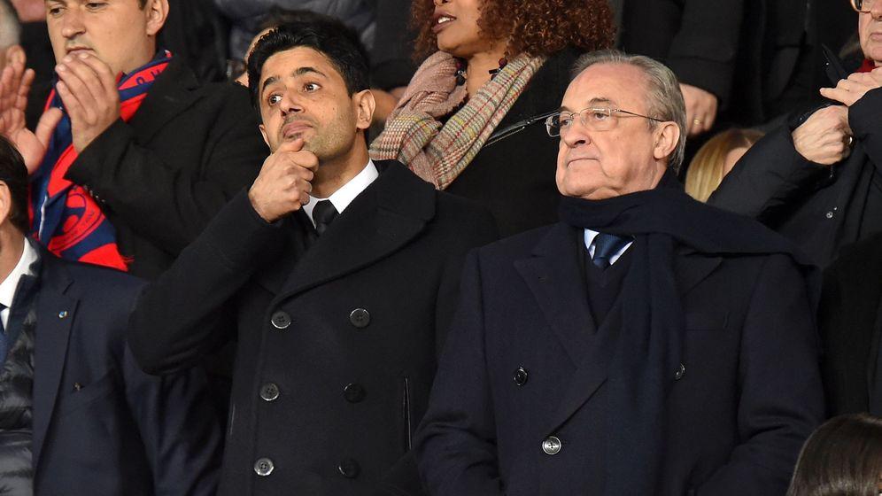 Foto: Nasser Al-Khelaïfi, junto a Florentino Pérez, en el palco del Parque de los Príncipes, de París. (EFE)