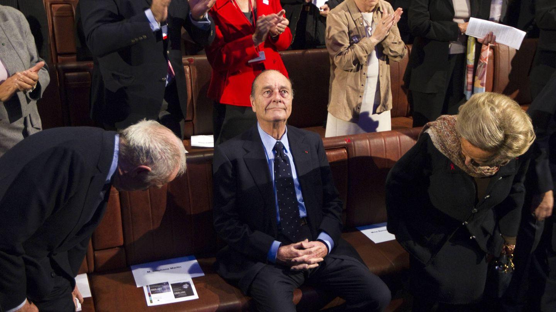 Jacques Chirac aplaudido a su llegada a una ceremonia de la Fundación Chirac, en París. (Reuters)
