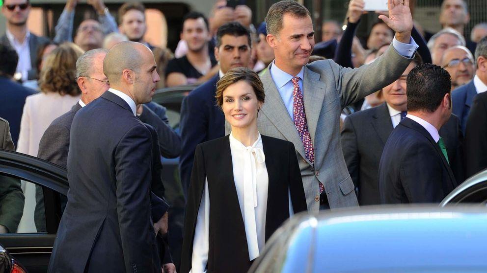 Amancio Ortega reconquista a la Reina: Letizia estrena una capa de Zara de 59 €
