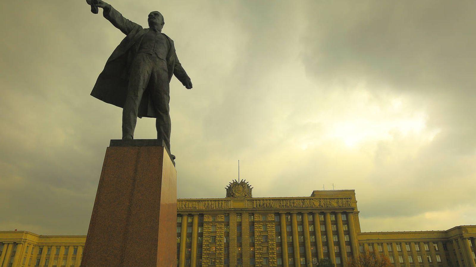 Foto: Estatua de Lenin en la plaza de Moscú, en San Petersburgo. (iStock)