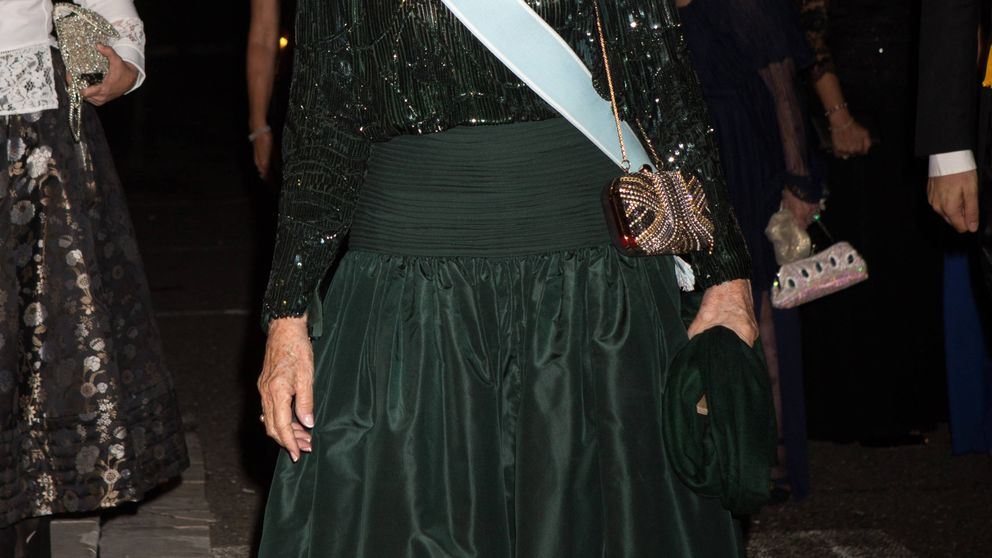 La Reina Sofía, espectacular en la cena de gala con motivo de la boda de Leka II y Elia de Albania