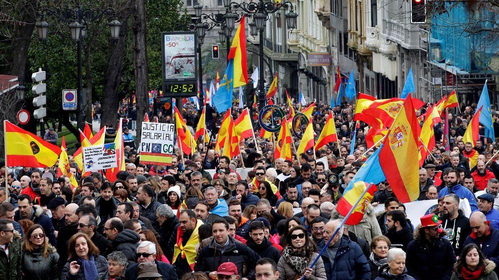 Foto: Policías y guardias civiles se manifestaron por la equiparación en Oviedo el pasado 10 de febrero. (EFE)