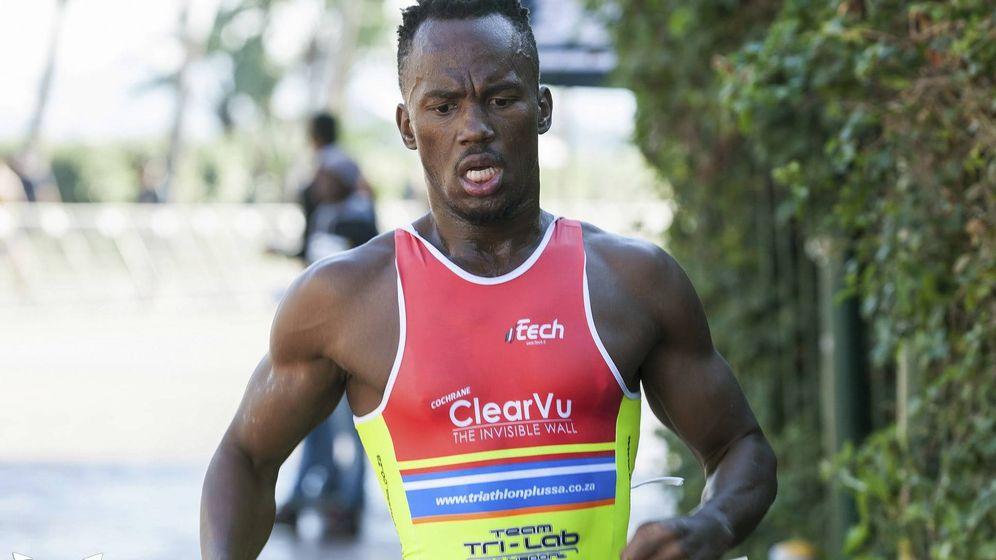 Foto: Una imagen de archivo del triatleta sudafricano Mhlengi Gwala. (AP)