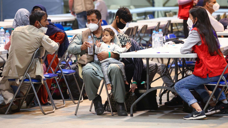 Primeros refugiados afganos en las instalaciones de Torrejón. (EFE)