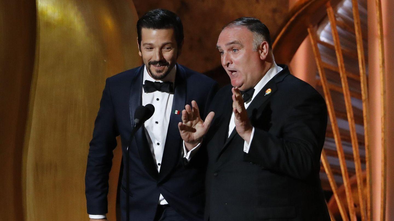 José Andrés, en los Oscar en 2019 junto a Diego Luna. (Reuters)