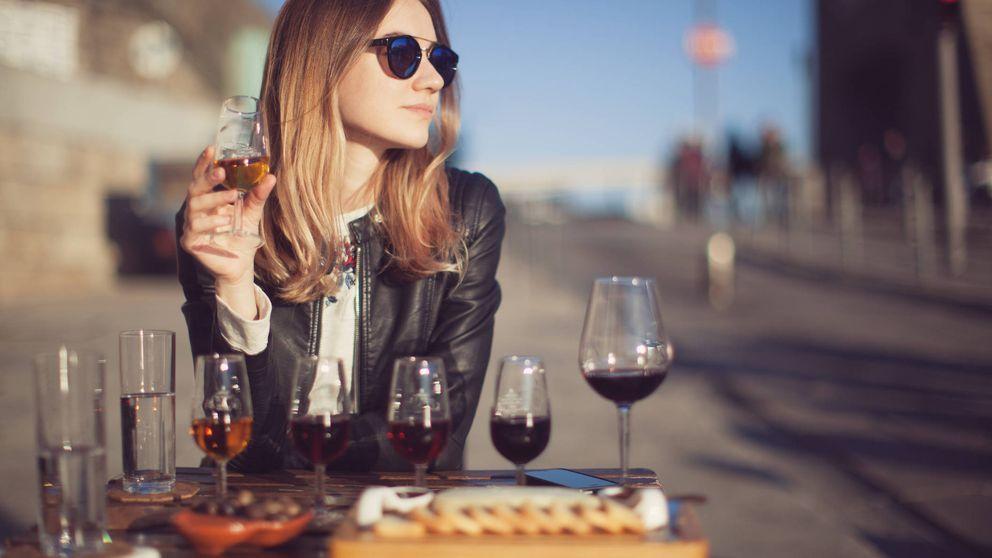 Beberte una botella de vino es tan malo como fumar 10 cigarros a la semana